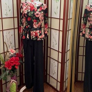 Beautiful flowered jumpsuit 💐 (NWOT)